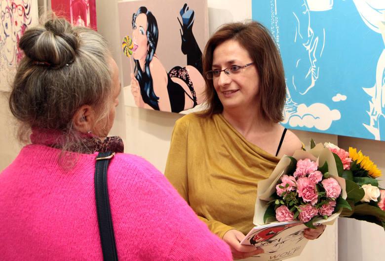 """W galerii klubu """"Akcent"""" w Grudziądzu otwarto wystawę malarstwa pochodzącej z Grudziądza artystki Mai Wolf. Wystawa zatytułowana jest"""