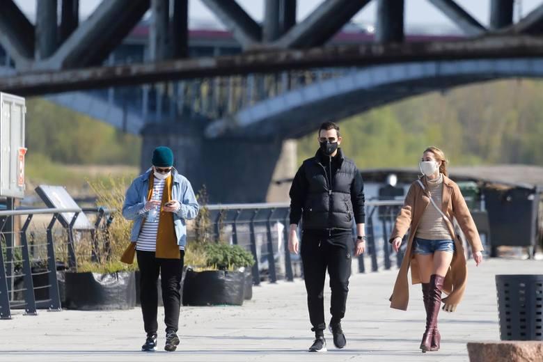 Bulwary nad Wisłą po wycofaniu zakazu wstępu, Warszawa, 20 kwietnia