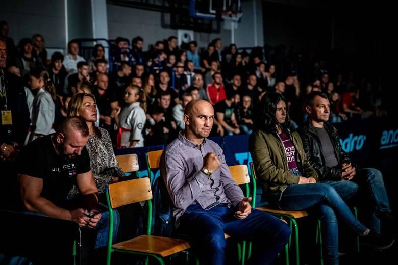 XIII Gala MMA CUP Białystok odbyła się w hali Uniwersytetu przy ulicy Świerkowej. Jak twierdza organizatorzy frekwencja dopisała, a walki były cieka