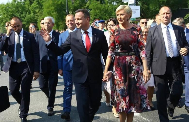 Dożynki Prezydenckie Spała 2019 odbędą się pod honorowym patronatem Prezydenta Rzeczypospolitej Polskiej Andrzeja Dudy. Korowód dożynkowy z chlebem i