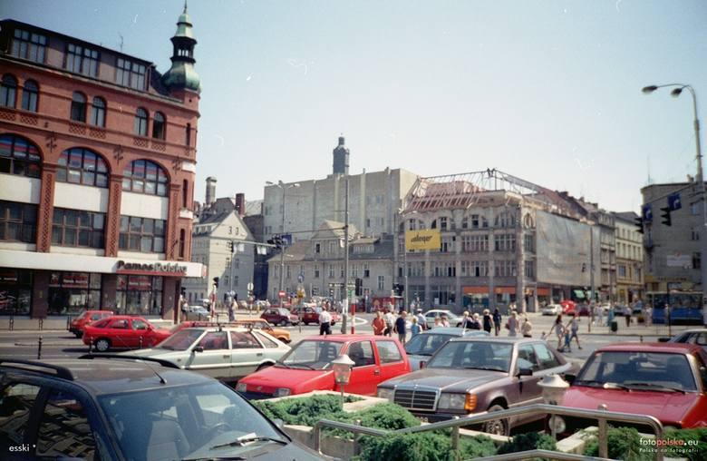 Wrocław nic się nie zmienia? Serio? W takim razie zapraszamy do małej podróży w czasie. Wystarczy 20 lat. Zobaczcie jak wyglądało miasto w 2000 roku.