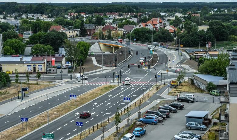 W poniedziałek 1 lipca wykonawca budowy drugiego etapu Trasy udostępnił kierowcom dwie nitki od al. Jana Pawła II do ul. Wojska Polskiego. Na razie zamknięty