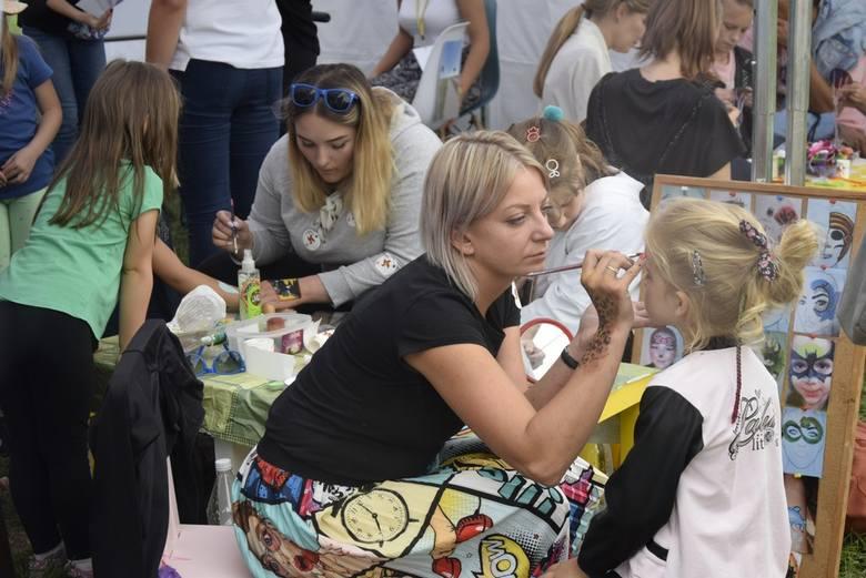 W Rawie Mazowieckiej w sobotę, 7 września, zorganizowano Mixer Regionalny z okazji 100-lecia województwa łódzkiego. Podobne imprezy jednocześnie odbywają się w Sieradzu i Łęczycy. Miasta te wybrano nieprzypadkowo – niegdyś wszystkie trzy były stolicami województw. W imprezie brały udział również...