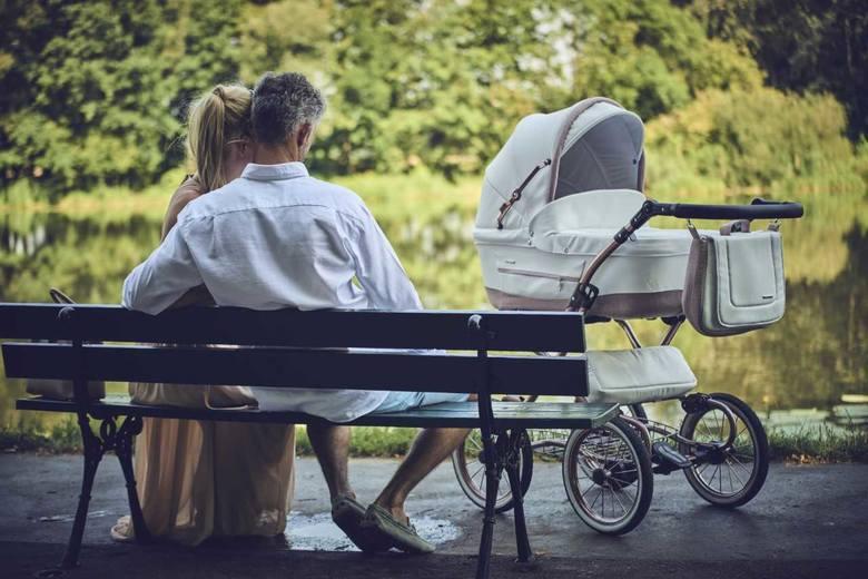 Nowy członek rodziny, jeszcze na długo przed swoimi narodzinami, staje się oczkiem w głowie mamy i taty. Dlatego też rodzice skrupulatnie przygotowują