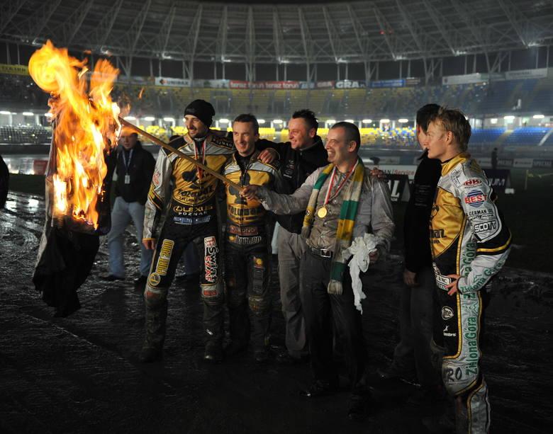 W 2009 roku cała żużlowa Polska śledziła to, co działo się w Zielonej Górze przy okazji pierwszego finałowego meczu w ekstralidze, w którym Falubaz mierzył