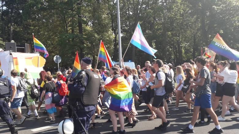 GORZÓW WLKP. Pierwszy Marsz Równości w historii przeszedł ulicami miasta [RELACJA]
