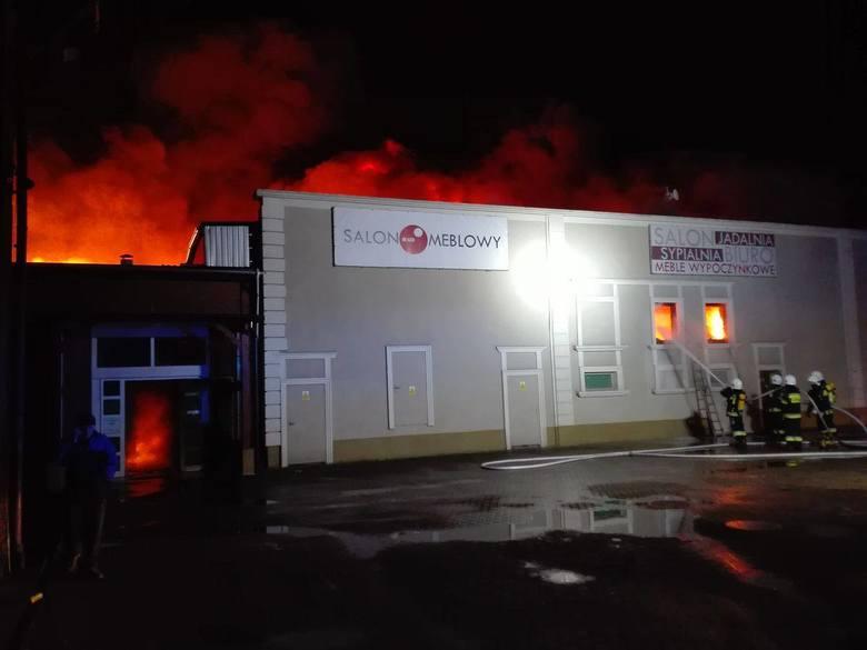 Pożar wybuchł w Żarach w Galerii Hayduk 31 grudnia 2017 roku.