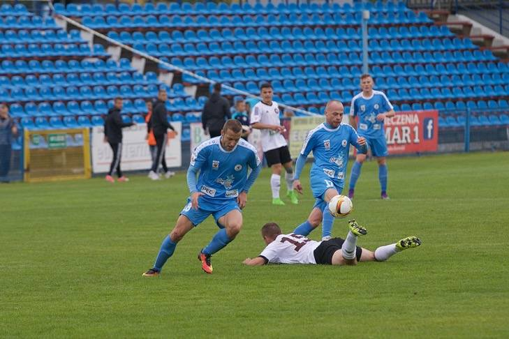 Po pokonaniu Garbarni Błękitni przegrali z Siarką.