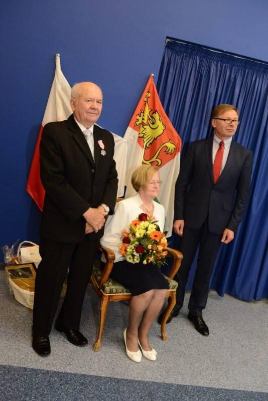 Gratulacje składał jubilatom Tadeusz Czajka, wójt gminy Tarnowo Podgórne