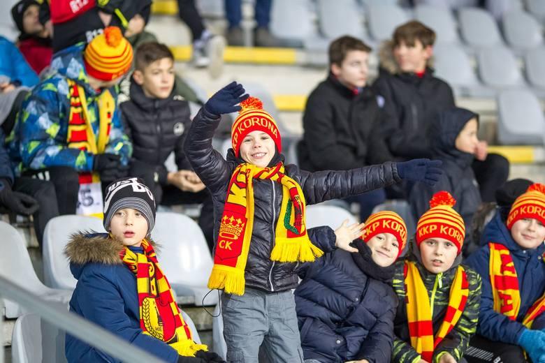 Piłkarze Korony Kielce w bardzo ważnym meczu PKO Ekstraklasy przegrali z Arką Gdynia 0:1. Spotkanie obejrzało prawie 3,5 tysiąca kibiców. Byłeś na tym