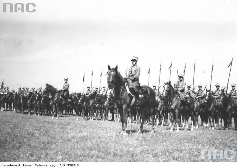 Oddziały kawalerii podczas mszy świętej, 1938 rok.