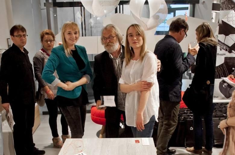 W nowo otwartym nowoczesnym salonie meblowym zorganizowano Dzień Projektanta. Taki jest pomysł na Dobrotekę: oprócz funkcji salonu meblowego salon ma