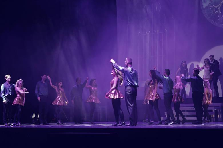 Mistrzowie tańca irlandzkiego zachwycili opolan! Gaelforce Dance to zespół najlepszych tancerzy i muzyków, którzy swoim spektaklem taneczno-muzycznym
