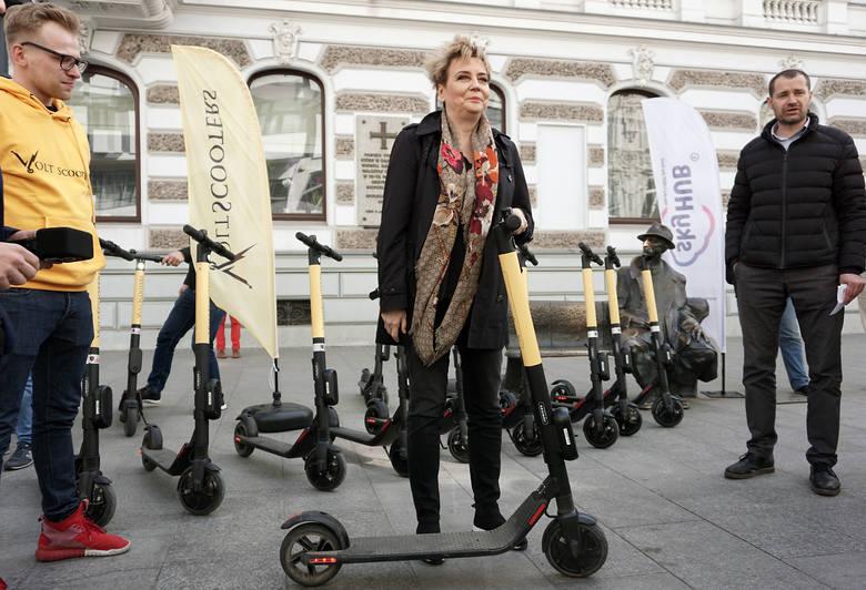 150 elektrycznych hulajnóg będzie dostępnych od czwartku (25 kwietnia) do wypożyczenia na ulicach Łodzi. Udostepni je łódzka firma Volt Scooters. To