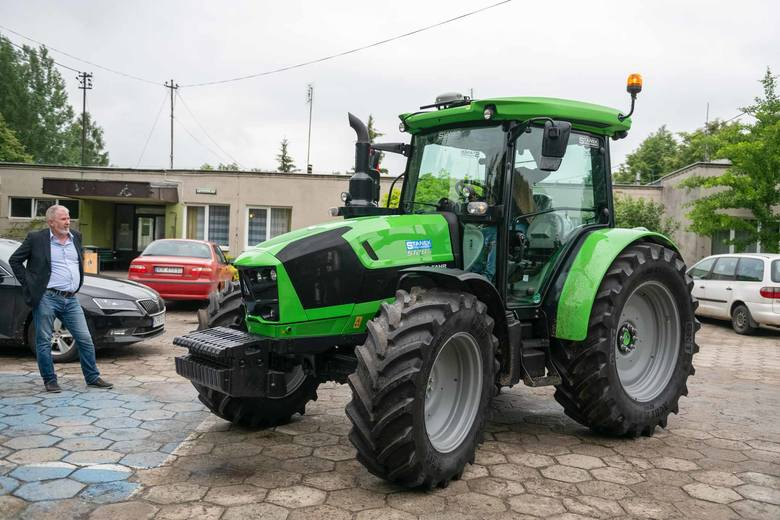Piotrkowice Małe. Szkoła zakupiła nowoczesny ciągnik rolniczy