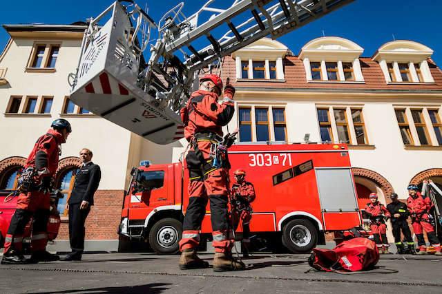 Strażacy pokazali, jak ratują nasze życie [zdjęcia]