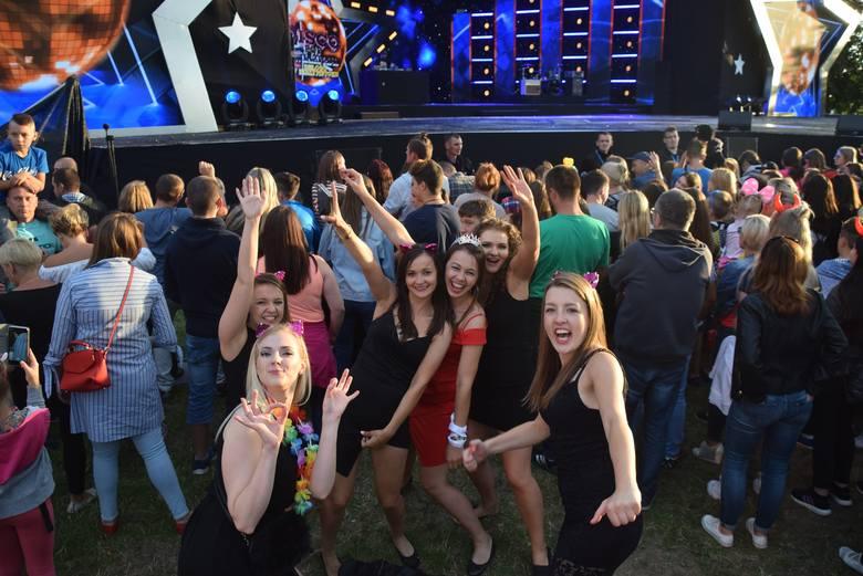Byliśmy wśród tłumu mieszkańców, którzy bawili się na Disco pod Gwiazdami 2019. Znajdziecie siebie, lub swoich znajomych?WIĘCEJ ZDJĘĆ:Disco pod Gwiazdami
