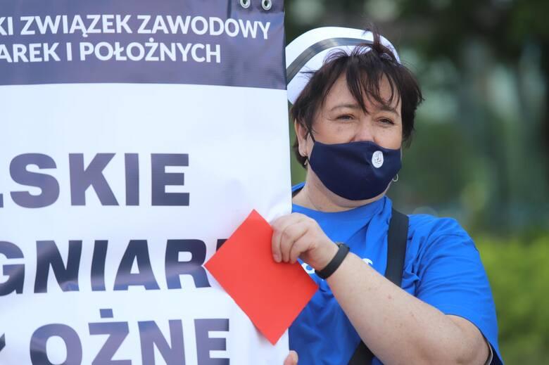 Protest pielęgniarek i położnych w Katowicach, 7.06.2021