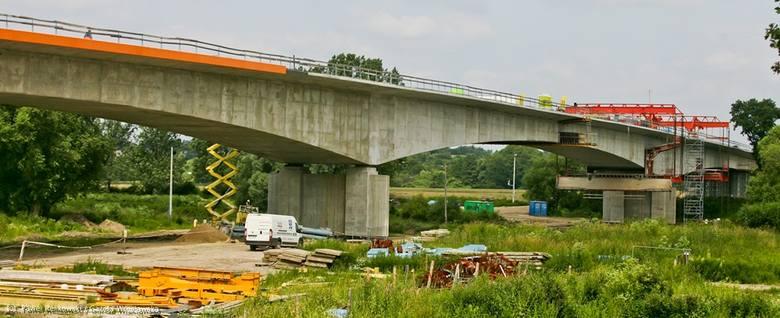 Nowy most na Odrze już łączy dwa brzegi (ZOBACZ ZDJĘCIA)