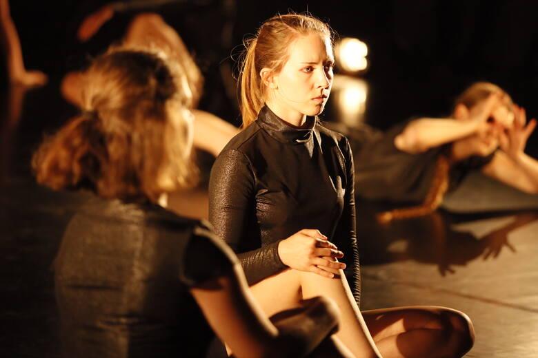 Wieczór z Teatrem Tańca Akro odbył się w Młodzieżowym Domu Kultury w Toruniu. Widzowie mogli zobaczyć najnowsze choreografie stworzone przez  Joannę