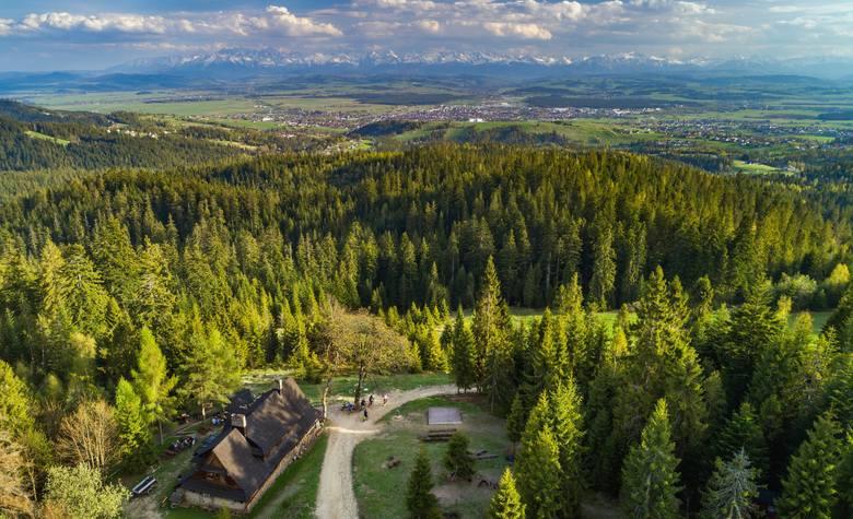"""Niegdyś pasterskie schronienie, później schronisko PTTK, w 2017 r. zamieniło się w kameralne prywatne górskie schronisko """"Koliba"""""""