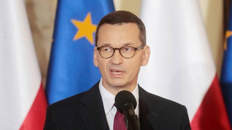 """Mateusz Morawiecki: Odłóżmy na bok polityczne spory. W telewizji premier apelował do opozycji o współpracę. """"Solidarni zwyciężymy"""""""