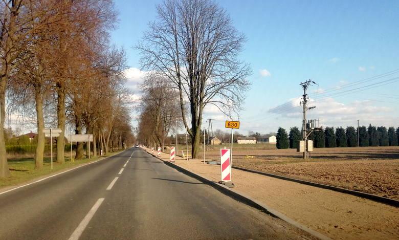 Rowerzyści pojadą bez strachu. Nowa ścieżka dla jednośladów przy drodze prowadzącej do Nałęczowa. Zobacz zdjęcia