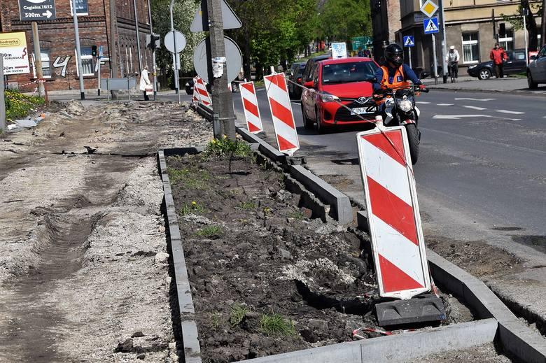 W Inowrocławiu inwestycja goni obecnie inwestycję. Ekipy drogowców krzątają się obecnie na ulicy Andrzeja. - Otrzyma ona nowe chodniki i nawierzchnię