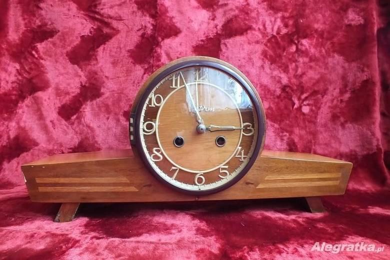 Zegar z MetronuW czasach PRL pożądanym prezentem na ślub, rocznicę czy z każdą inną okazję był zegar z toruńskiego Metronu. Firma ta produkowała czasomierze