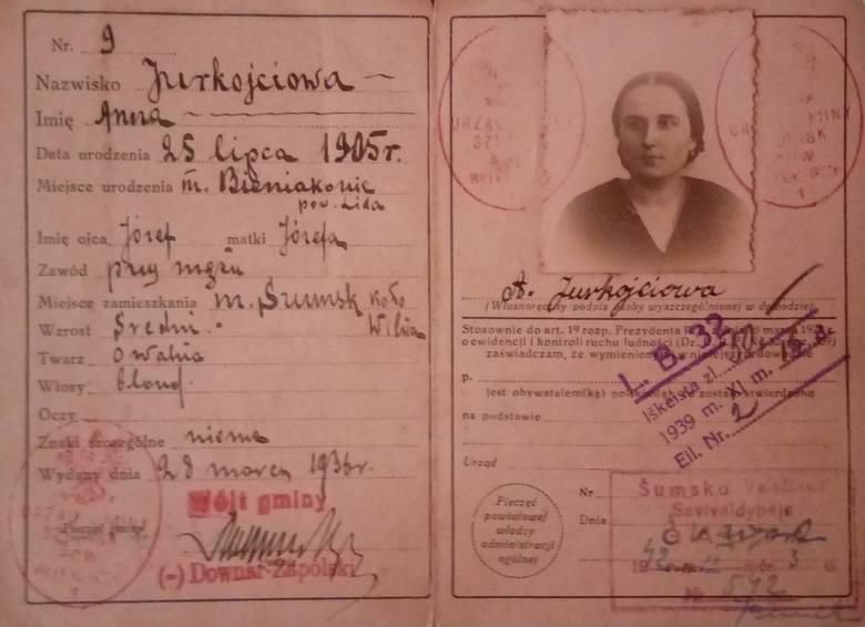 Dowód osobisty Anny Jurkojciowej, żony Wacława