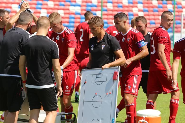Marcin Brosz po raz kolejny podczas pracy w Górniku Zabrze nie ma wielkiego wyboru wśród piłkarzy.