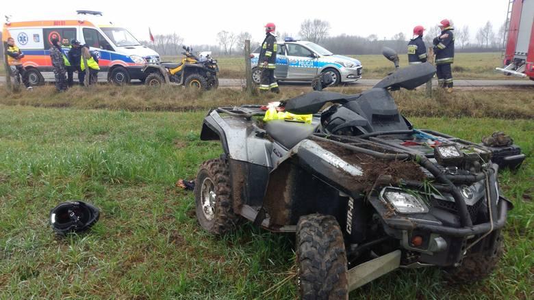 - Na zakręcie drogi podczas jazdy w quadzie urwało się tylne lewe koło - mówi Izabela Malinowska, oficer prasowy z KPP w Mońkach. - W wyniku tego kierowca