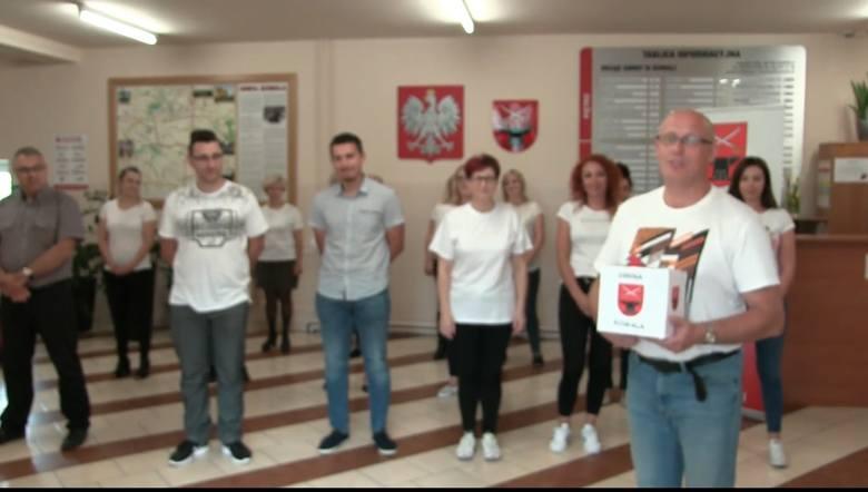 Pracownicy Urzędu Gminy w Kowali wykonali zadanie w ramach akcji #GaszynChallenge.