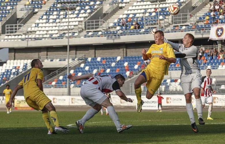 W rundzie jesiennej Resovia, jako gospodarz, zremisowała na stadionie miejskim ze Stalą 1-1. W Wielką Sobotę obie drużyny spotkają się po raz 78 w historii