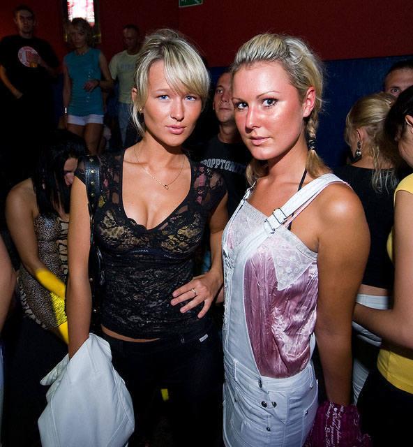 Po raz kolejny wracamy pamięcią do imprez w Mielnie. Tym razem specjalnie dla Was odświeżamy zdjęcia z dyskotek w klubie Bajka w sierpniu 2009 roku.