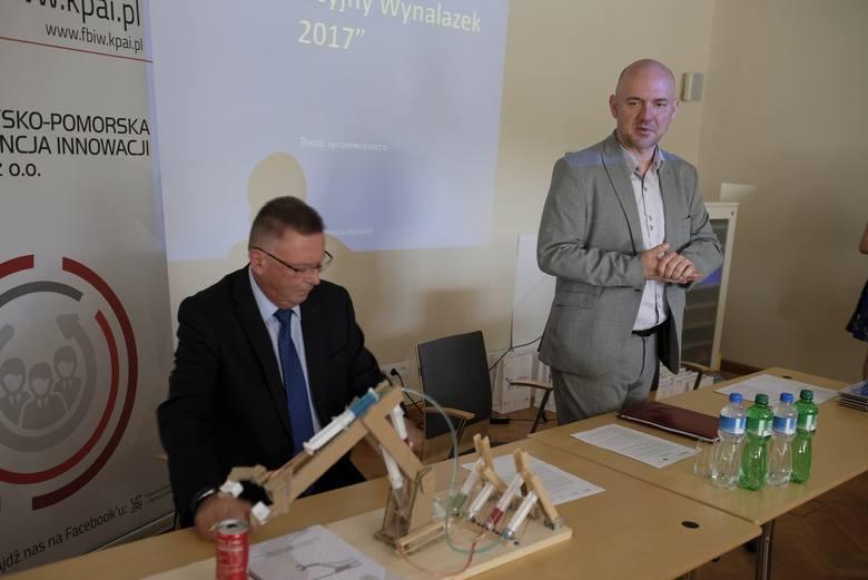 """19 czerwca 2017 roku w Urzędzie Marszałkowskim w Toruniu wręczone zostały nagrody w konkursie """"Mój innowacyjny wynalazek"""". Konkurs"""