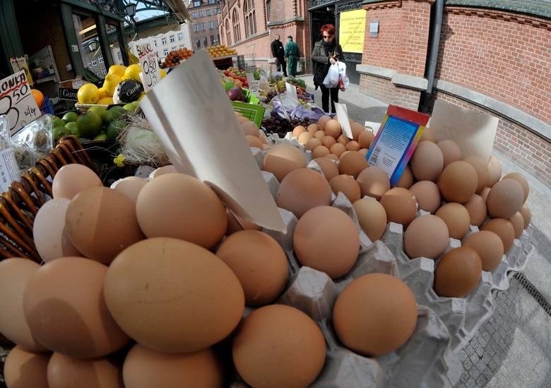 Nie ma wielkanocnego stołu bez jajek. Cóż, podobno od nich wszystko się zaczęło.Na kolejnych stronach znajdziecie ciekawostki dotyczące jaj.A jeśli już