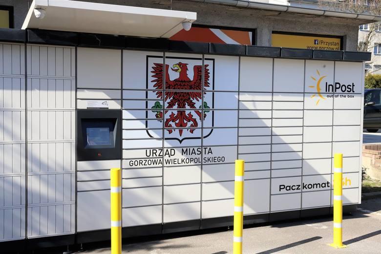 Urzędowy paczkomat stanął przy magistracie - od strony skrzyżowania ul. Sikorskiego z ul. Herberta.