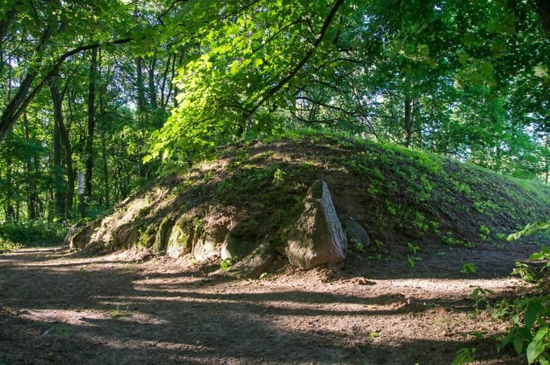 Park kulturowy Sarnowo grobowce megalityczne z okresu neolitu sprzed ponad 5 500 lat