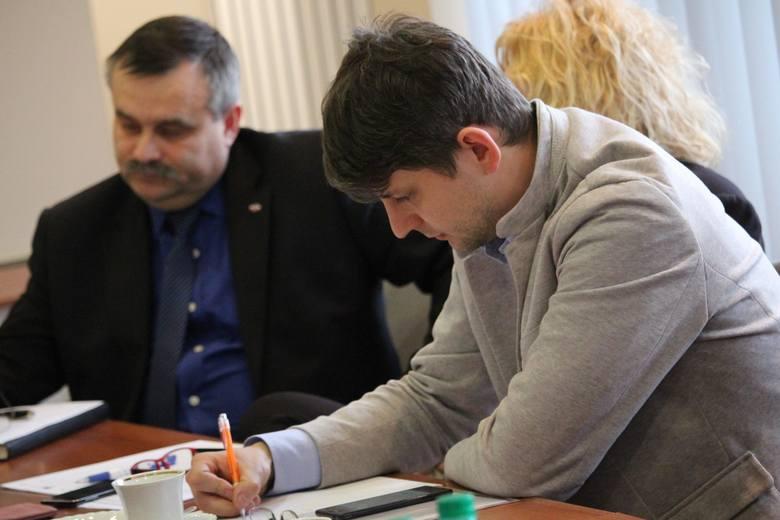 Waldemar Gredka, dyrektor biura wojewody, Sebastian Domański z firmy Super Sport.