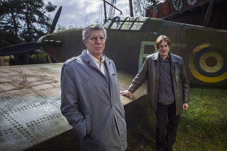 Replikę słynnego Hawkera Hurricane'a MK wykonał Jan Bromski z Suchego Lasu. Przy jedynej replice tego myśliwca w Polsce stoją (z lewej) Arkady R. Fiedler