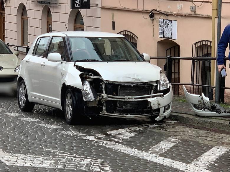 Do zdarzenia doszło w poniedziałek w Przemyślu.- Kierujący suzuki, 40-letni mieszkaniec Przemyśla wyjeżdżając z ul. Mniszej w kierunku ul. Słowackiego