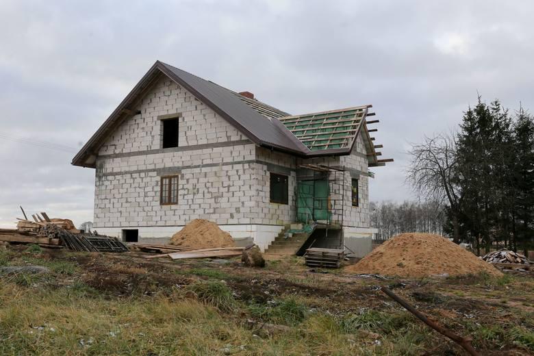 Rodzina Jarmołowiczów od roku mieszka w tymczasowym mieszkaniu. Najmłodsze dziecko, Agnieszka, ma 6 lat.