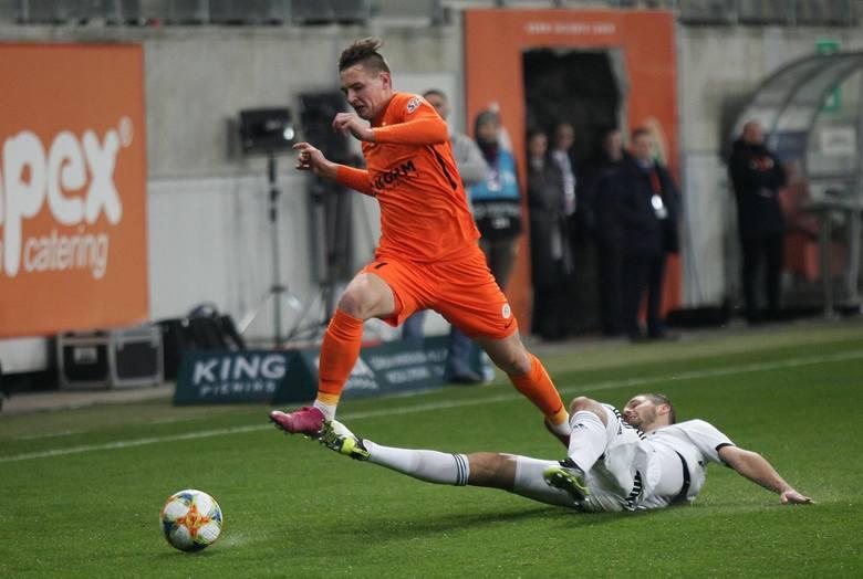 BARTOSZ BIAŁEK - OBJAWIENIE TEGO SEZONUChłopak ma 18 lat. Ostatnio strzelił gola i zaliczył asystę, a w tym sezonie ma na koncie sześć bramek i trzy