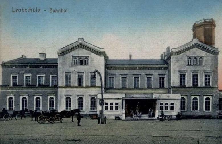 Dworzec w Głubczycach (w kształcie lokomotywy) jest jednym z najciekawszych budynków w Polsce.