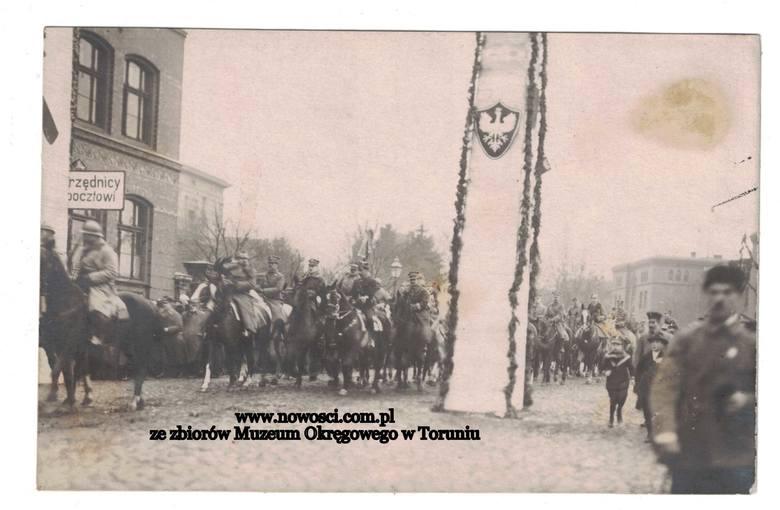 To trochę dziwna sytuacja. Polska świętuje 101. rocznicę odzyskania niepodległości, jednak do nas wolność dotarła 99 lat temu i nie w listopadzie, ale