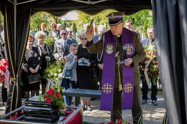 W sobotę, 5 maja 2018, na cmentarzu Nowofarnym przy ul. Artyleryjskiej pochowano generała dywizji w stanie spoczynku Zbigniewa Blechmana. Zbigniew Blechman