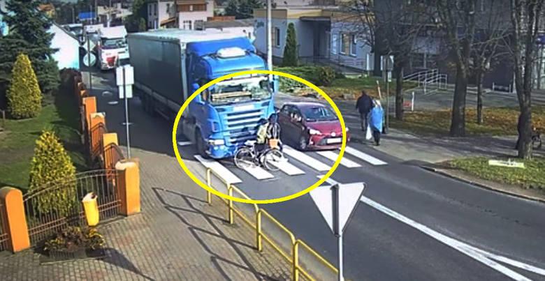 Do tego wypadku doszło na przejściu dla pieszych w Strzelnie.