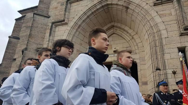 Pogrzeb Dawida Jakubowskiego, maturzysty z Końskich, reprezentanta Polski juniorów w piłce ręcznej odbył się w Żarnowie [ZDJĘCIA]