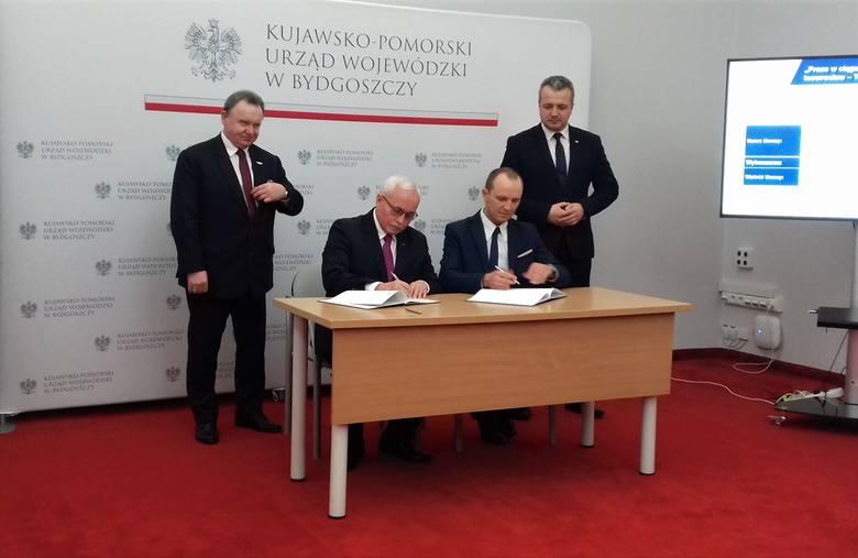 Umowa na przygotowanie dokumentacji projektowej ostała podpisana wczoraj w Urzędzie Wojewódzkim w Bydgoszczy. Obecni byli Mikołaj Bogdanowicz, wojewoda